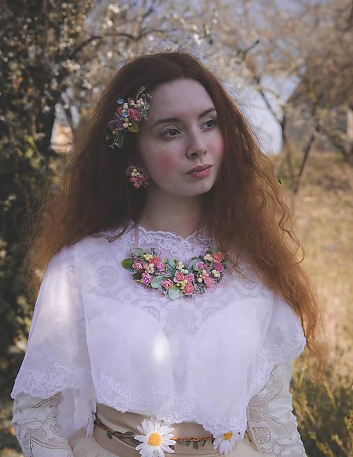 "Kvetinový náhrdelník ""dotyky nesmelé"""