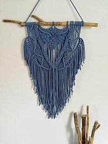 Dekorácie - Macrame závěsná dekorace v jeans modré barvě - 10719368_