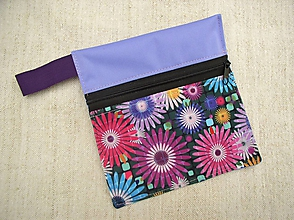 Iné doplnky - Nepremokavé vrecúško mini na zips (fialková + kvety) - 10723220_