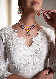 Šaty - Svadobné šaty z francúszkej krajky lemované portou v ľudovom štýle - 10721356_