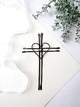 Tepaný krížik s perličkou *15