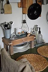 Nábytok - Starý drevený stolček - 10723050_