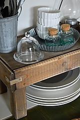 Nábytok - Starý drevený stolček - 10723051_