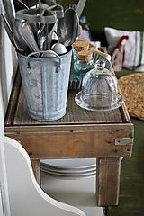 Nábytok - Starý drevený stolček - 10723052_