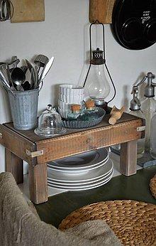 Nábytok - Starý drevený stolček - 10723048_