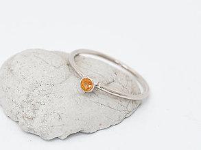 Prstene - 585/14k zlatý prsteň s prírodným oranžovým zafírom (bielé zlato) - 10725703_