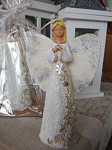 Svietidlá a sviečky - Sviečka anjel kvietok - 10724537_