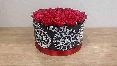 Nezaradené - Flowerbox - bordové saténové ruže - 10725584_