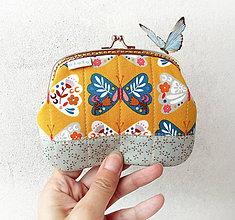 Peňaženky - Peňaženka XL Motýle na horčicovej - 10724441_