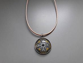 Náhrdelníky - Prívesok s ornamentálnym kabošonom v darčekovej krabičke (Ornament 2) - 10724942_