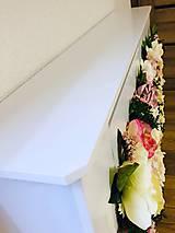 Dekorácie - Kryt na radiátor zdobený kvetmi - 10727096_