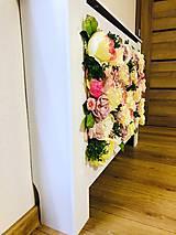 Dekorácie - Kryt na radiátor zdobený kvetmi - 10727097_