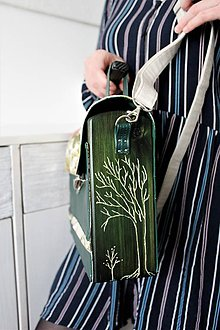 Kabelky - Drevená Kabelka gravírovaná Dark Green - 10730283_