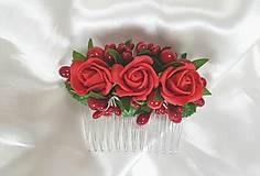 Ozdoby do vlasov - Červený kvetinový hrebienok do vlasov na redový tanec - 10729420_