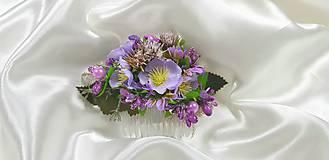 Ozdoby do vlasov - Fialový kvetinový hrebienok do vlasov - 10729527_