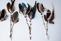 Ozdoby do vlasov - Bohémska hnedá sponka s perím - 10727120_