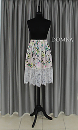 Sukne - Kvetovaná sukňa s krajkou - 10733501_
