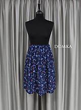 Sukne - Letná kvetovaná tmavomodrá sukňa - 10733924_