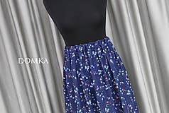 Sukne - Letná kvetovaná tmavomodrá sukňa - 10733928_