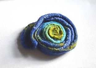 Odznaky/Brošne - Brošňa Kvet modrozelená... - 10731788_