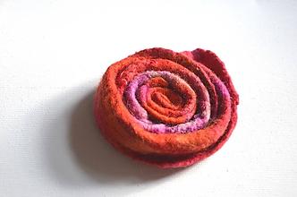 Odznaky/Brošne - Brošňa Kvet červená... - 10731814_
