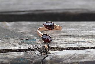 Prstene - Granát pozlátený Ag duo prsteň - 10732345_