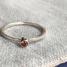 Prstene - Stříbrný prstýnek s oranžovým topazem - 10730801_