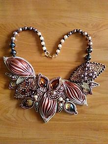 Náhrdelníky - Luxusný ručne šitý náhrdelník - 10732457_