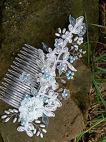 Ozdoby do vlasov - svadobný hrebienok do vlasov - bielo - modrý - 10735947_