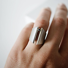 Prstene - Výrazný stříbrný prsten ADRIANA - 10736302_