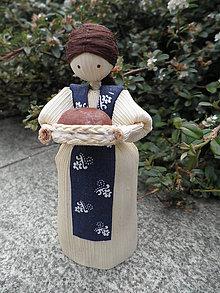 Dekorácie - Šúpolienka - dievčatko s chlebíkom - 10738556_