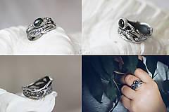 Prstene - Prírodný strieborný prsteň s vetvičkou, listami a machovým achátom - Šum lesa - 10737870_
