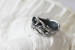 Prstene - Prírodný strieborný prsteň s vetvičkou, listami a machovým achátom - Šum lesa - 10737873_
