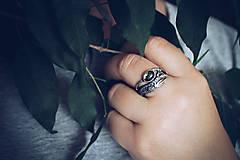 Prstene - Prírodný strieborný prsteň s vetvičkou, listami a machovým achátom - Šum lesa - 10737886_
