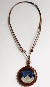 Náhrdelníky - Drevený živicový náhrdelník - Horám patrí moje srdce - 10739315_