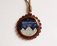 Náhrdelníky - Drevený živicový náhrdelník - Horám patrí moje srdce - 10739338_