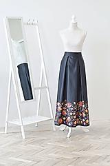 Maxi dlhá saténová spoločenská sukňa s vreckami s potlačou kvetín