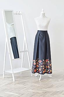 8c98c7aa4b44 Sukne - Maxi dlhá saténová spoločenská sukňa s vreckami s potlačou kvetín -  10737291