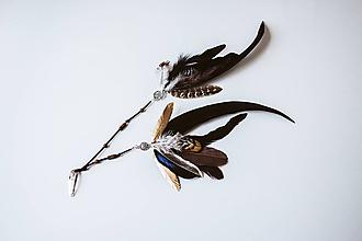 Ozdoby do vlasov - Čierna bohémská sponka s perím - 10738278_