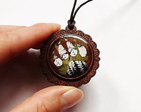 Náhrdelníky - Drevený živicový náhrdelník - Vlčia stopa - 10741190_