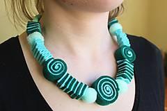 Náhrdelníky - Usmej sa na mňa: Dámsky šperk (Smaragdová dáma) - 10740660_
