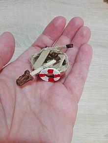 Dekorácie - Mini loďka z orechovej škrupinky. - 10739721_