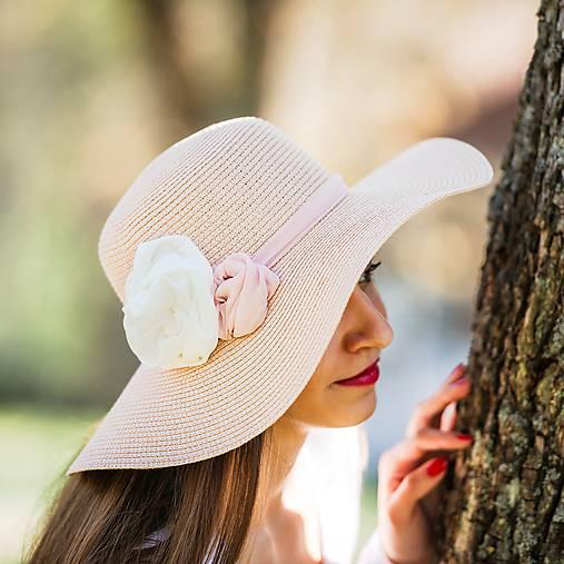 8af4789be Dámsky letný klobúk slamený pudrový s kvetmi / lemge - SAShE.sk ...