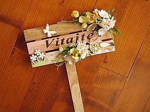 Dekorácie - Drevená tabuľka zápich Vitajte - 10740970_