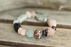 Náramky - Boho náramok z minerálov kunzit, čaroit, akvamarín, ruženín, larimar - 10741267_