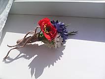 Svadobné pierko pre ženícha z lúčnych kvietkov