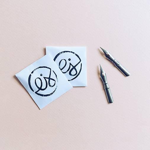 Pierko, 2ks: kaligrafická pomôcka