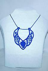 Vyšívaný náhrdelník