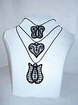 Vyšívaný náhrdelník - srdce