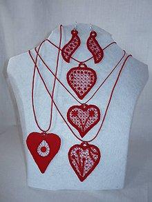 Náhrdelníky - Vyšívaný náhrdelník - rôzne tvary - 10747403_